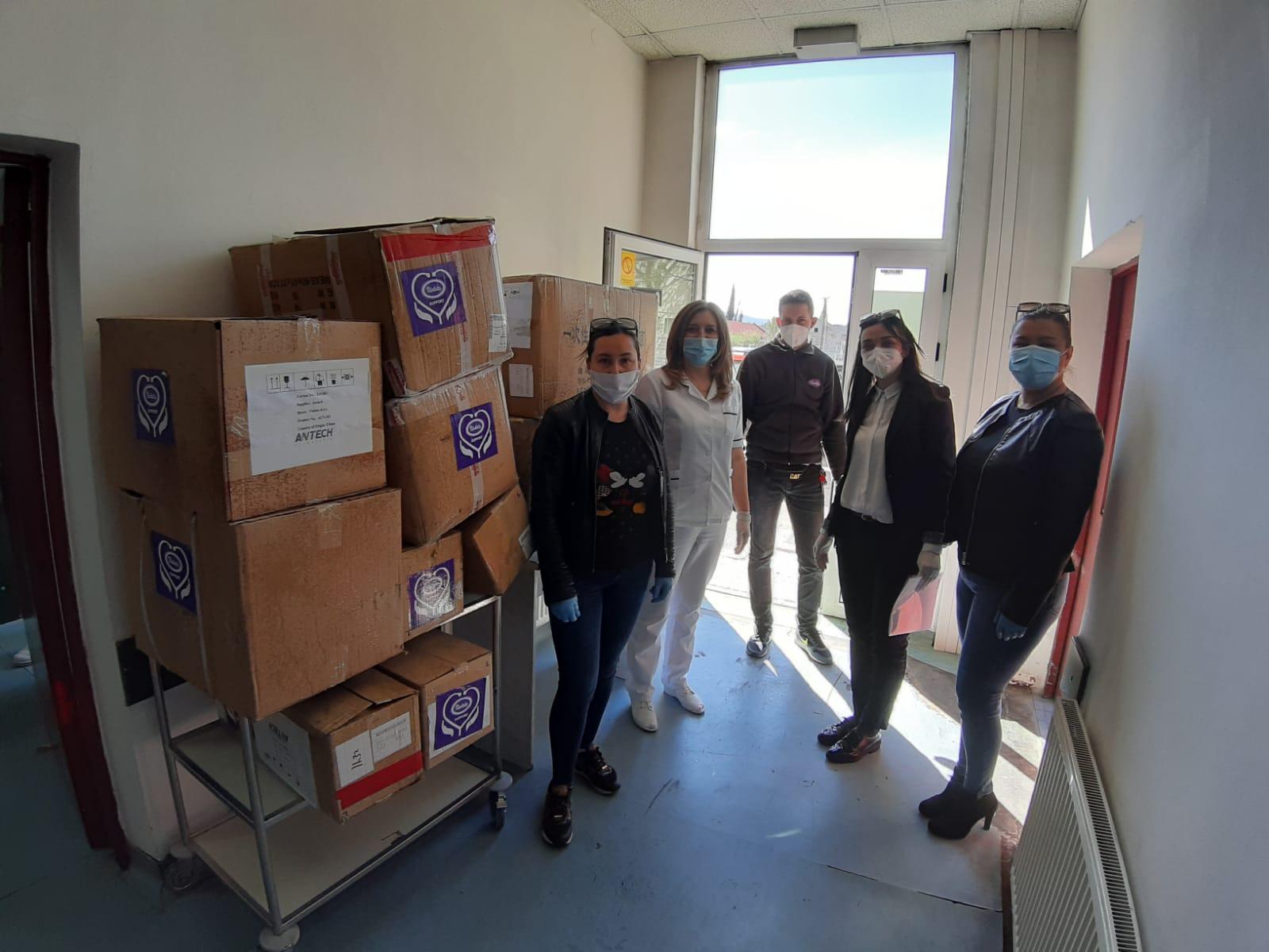 Violetina donacija zaštitne opreme i respiratora stigla u SKB Mostar